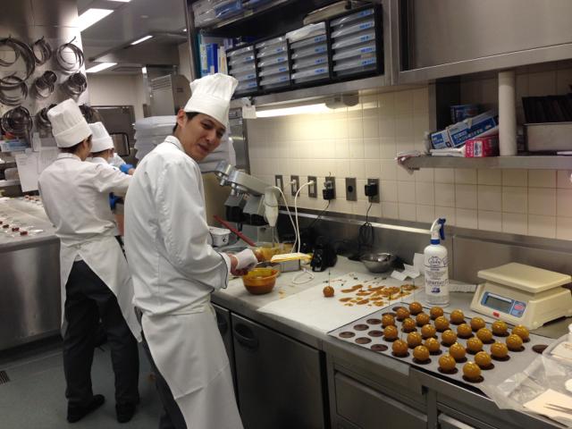 Préparation du dessert Amaretti à l'Orange