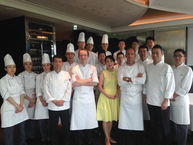 Joannic Taton et Davy Tissot avec l'équipe du Crown