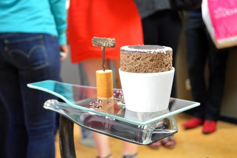 Soufflé Chaud au Chocolat, Tuile Crémeuse à la Fève de Tonka de Joannic TATON